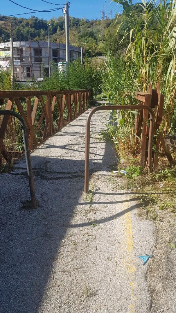 Servono collegamenti fra via Isca del pioppo e via del Gallitello