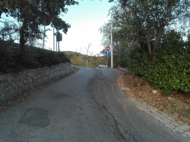 Via Enna, i residenti danneggiati dal senso unico
