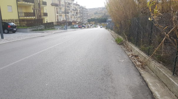 Via dei Molinari: una strada inadeguata e pericolosa